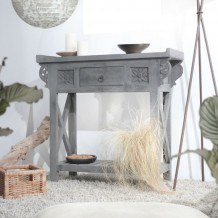 Adopt an indonesian style with a console table in grey mango